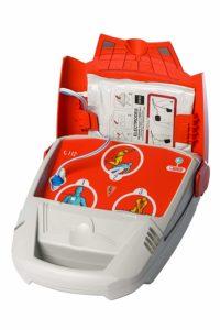 constitution d'un défibrillateur pour aider au massage cardiaque